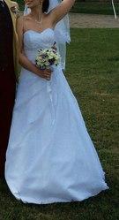 Продам  свадебное платье, фату, туфли.Украшения в подарок!